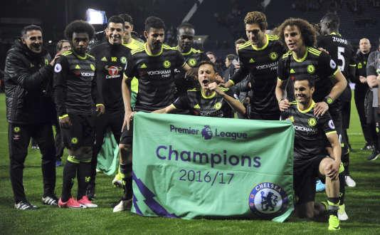 Les joueurs de Chelsea fêtent leur titre.