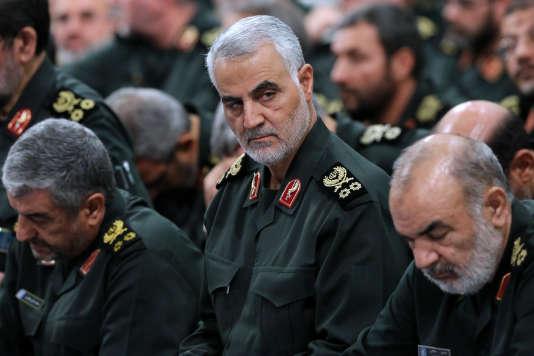 Le général Ghassem Soleimani (au centre), lors d'une réunion de l'état-major des gardiens de la révolution, àTéhéran, en septembre 2016. Photo publiée sur le site Web officiel du Guide suprême iranien.