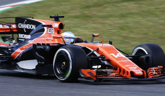 Difficile séance d'essais le 12 mai pour Fernando Alonso (McLaren), qui signe le dernier temps en accomplissant le moins de tours de tous les pilotes du plateau.