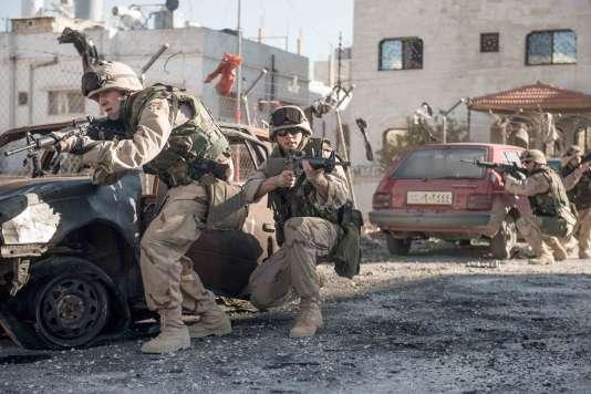 Dans «Sand Castle» de Fernando Coimbra,Nicolas Hoult et Glen Powell incarnent deux soldats pendant la guerre en Irak.