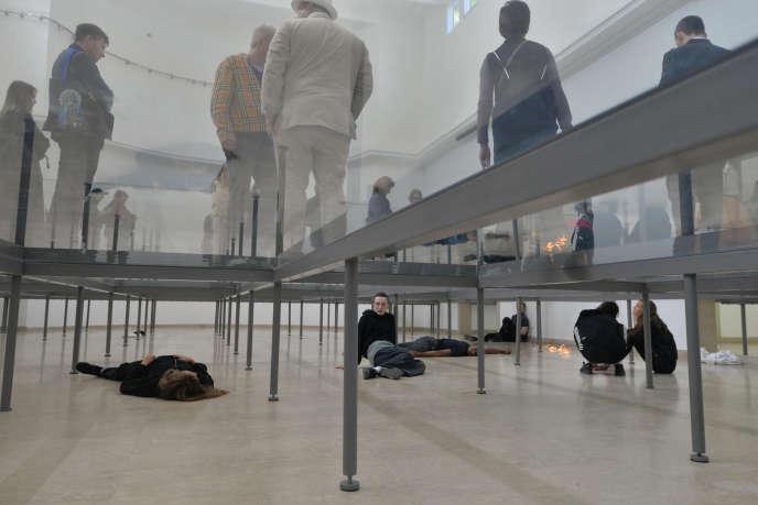 L'avant-première de l'installation d'Anne Imhof au pavillon allemand de la Biennale d'art contemporain de Venise, le9 mai 2017.
