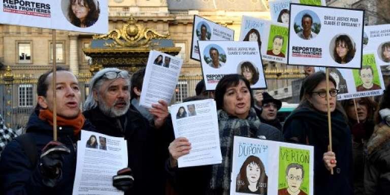 Manifestation devant le tribunal de Paris, le 13 janvier 2017, en mémoire de l'assassinat de Ghislaine Dupont et Claude Verlon près de Kidal, dans le nord du Mali, le 2novembre 2013.
