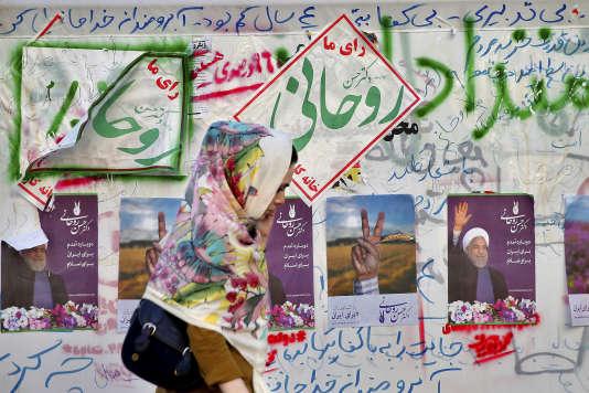 Environ 1 600 personnes s'étaient inscrites à l'élection présidentielle, mais seules six candidatures ont été approuvées.Affiches à Téhéran, le 10mai.