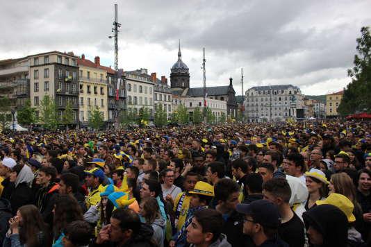 Les supporters de l'ASM se sont réunis samedi soir 13 mai place de Jaude, à Clermont-Ferrand.