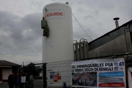 Les salariés de l'équipementier automobile affirment avoir « piégé » leur usine à l'aide de bonbonnes de gaz.