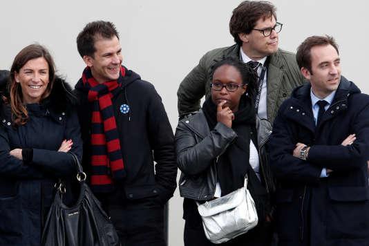 Gaspard Gantzer (second à gauche), conseiller communication de François Hollande et Sibeth Ndiaye (seconde à droite), attachée de presse d'Emmanuel Macron, lors des cérémonies du 8-Mai, à Paris.