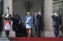 Le président Emmanuel Macron pose sur le perron de l'Elysée avec son épouse Brigitte peu après la cérémonie d'investiture du huitième président de la République. A Paris, dimanche 14 mai.