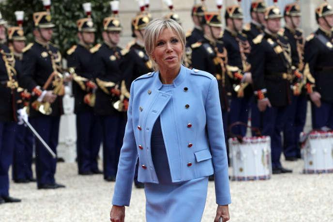 L'arrivée à l'Elysée de Brigitte Macron pour la cérémonie d'investiture de son mari Emmanuel Macron, huitième président de la République, dimanche 14 mai.