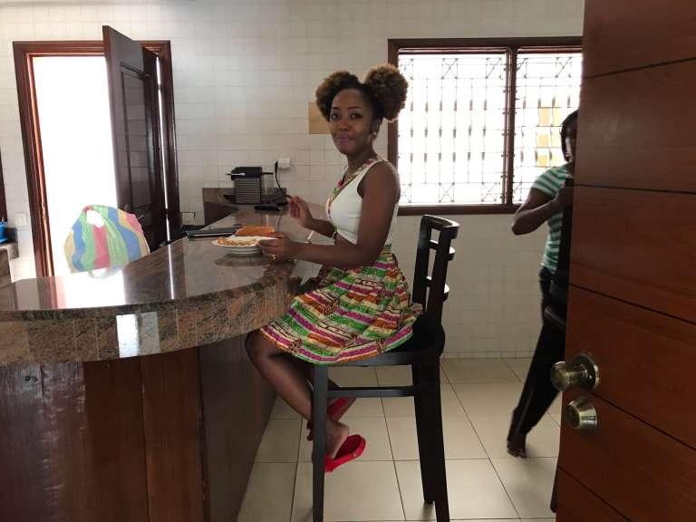 La chanteuse malgache Deenyz, qui vient de remporter le concours télévisé «Island Africa Talent», loge depuis un mois dans la villa Universalà Abidjan.
