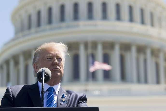 Le président des Etats-Unis, Donald Trump, devant le Capitole, à Washington, le 15 mai 2017.