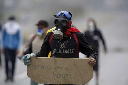 Lors d'une manifestation contre le président vénézuélien Nicolas Maduro,à Caracas le 15 mai.