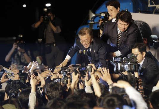 «Moon envisage de relancer et de développer l'intégration économique avec le Nord, en investissant lourdement dans les infrastructures de RPDC» (Photo: Moon Jae-in, le nouveau président de la Corée du Sud, le 10 mai, lendemain de l'élection).