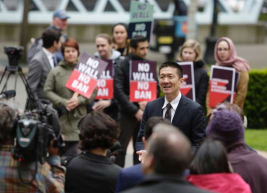 L'« attorney general» de l'Etat d'Hawaï (ministre local de la justice), Doug Chin, devant la cour d'appel de Seattle (Washington), le 15mai.