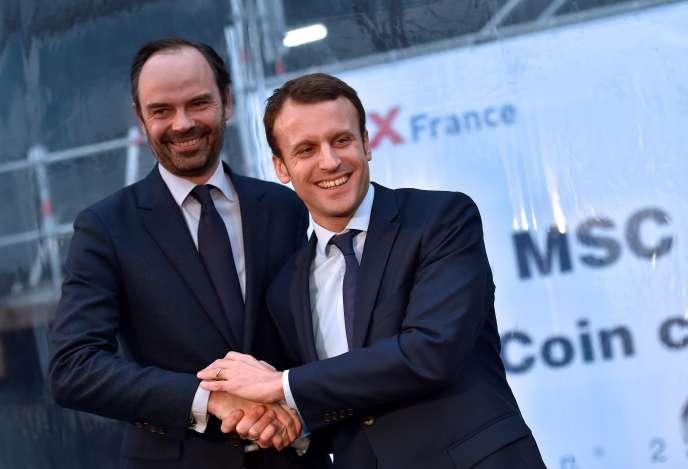 Edouard Philippe et Emmanuel Macron, à Saint-Nazaire (Loire-Atlantique) en février 2016.