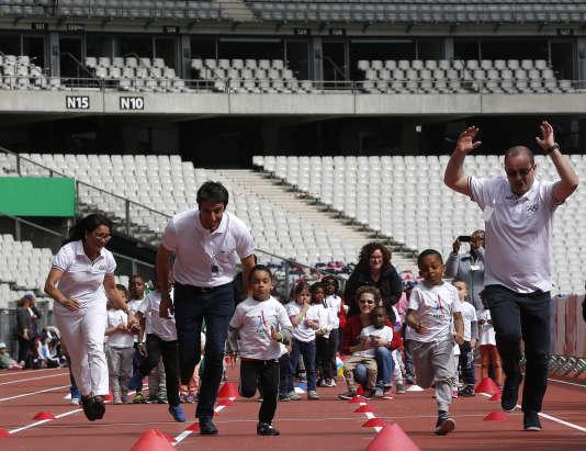 Tony Estanguet (à gauche) et Patrick Baumann, lundi 15 mai, au Stade de France.