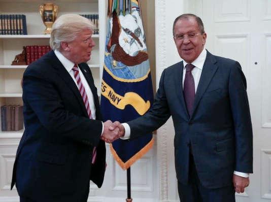 C'est lors de leur rencontre à Washington, le 10 mai, queDonald Trump aurait communiqué des informations classifiées sur l'EI à Sergeï Lavrov, leministre russe des affaires étrangères.