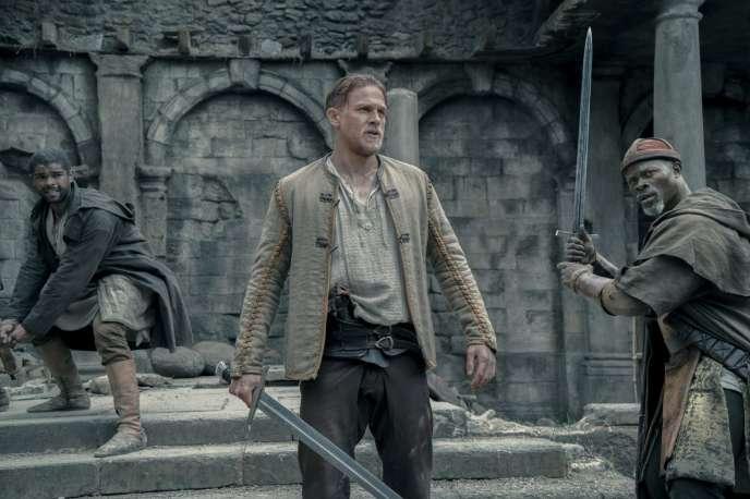Kingsley Ben-Adir, Charlie Hunnam et Djimon Hounsou dans le film américain deGuy Ritchie,« Le Roi Arthur, la légende d'Excalibur» («King Arthur: Legend Of The Sword»).