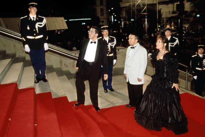 Alain Chabat, Dominique Farrugia et Chantal Lauby foulent le tapis rouge dans «LaCité de la peur» (1994), d'Alain Berbérian.