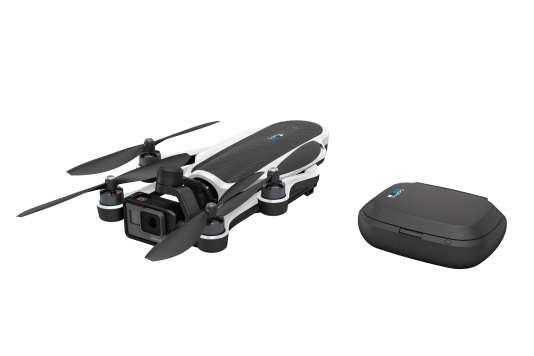 Le drone et sa radiocommande, qui se déplie.