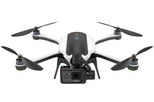 La caméra est située en avant du corps du drone.