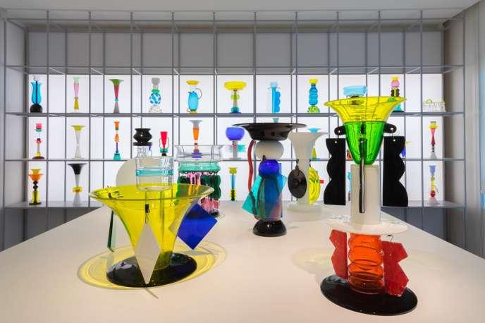 Les créations en verre et cristal d'Ettore Sottsass exposées par la Fondation Giorgio Cini au Stanze del Vetro, sur l'île de San Giorgio Maggiore, face à Venise.