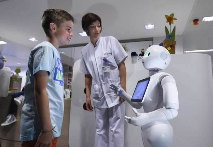 Le robot Pepper dans un hôpital de Liège, en Belgique. AFP PHOTO / JOHN THYS