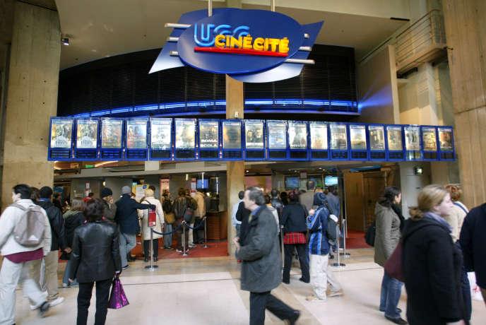 Le complexe de cinémas UGC du Forum des Halles à Paris, en avril 2004.