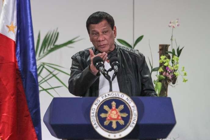 Le président des Philippines, Rodrigo Duterte, s'exprime à Davao (sud), après une visite de travail en Chine, le 16 mai 2017.