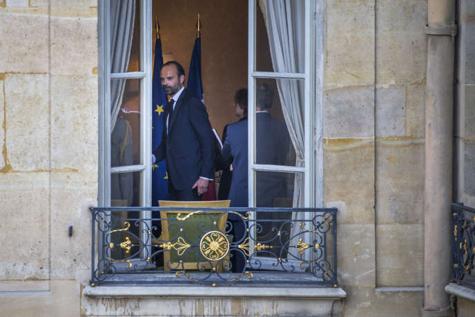 Edouard Philippe lors de la passation des pouvoirs avec Bernard Cazeneuve à Matignon, lundi 15 mai.