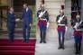Passation de pouvoir à Matignon. Edouard Philippe remplace Bernard Cazeneuve au poste de Premier ministre, à Paris, lundi 15 mai.