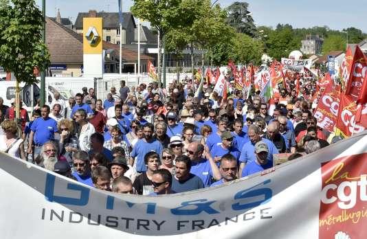 Plus de 1 500 personnes ont défilé en soutien aux grévistes de l'usine GM&S àLa Souterraine, le 15 mai.