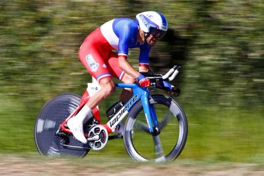 Thibaut Pinot est tombé sur un maillot bleu-blanc-rouge plus fort que lui dans le contre-la-montre : le champion des Pays-Bas Tom Dumoulin.