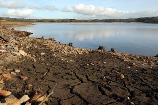 La Bretagne a déjà connu un épisode de sécheresse en novembre 2015, comme ici, sur le lac de Drennec (Finistère).