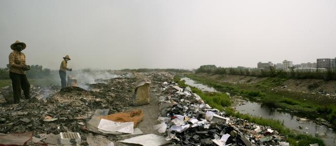 La plus grande décharge de produits électroniques du monde, près de la petite ville de Guiyu (province de Guangdong, Chine).
