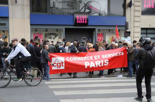 Mouvement de protestation des salariés Tati, le 4 mai, dans le quartier Barbès à Paris.