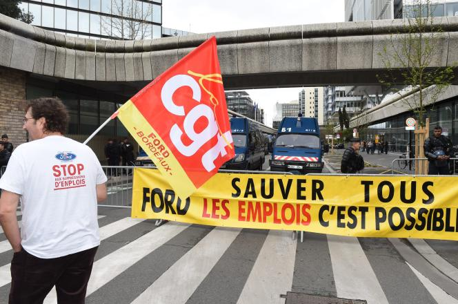 Mobilisation devant la préfecture de Bordeaux, le 20 mars 2017, des salariés de l'usine Ford de Blanquefort.