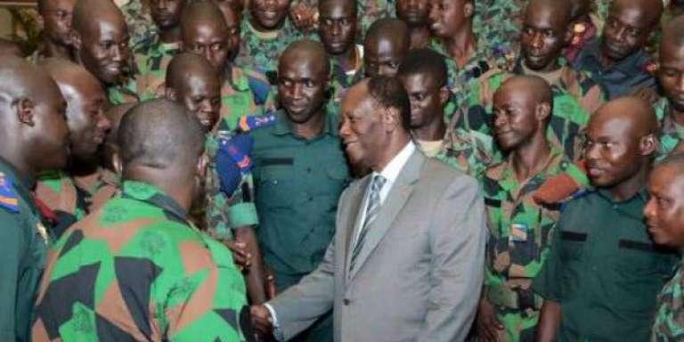 La « cérémonie» de renoncement au reliquat de primes destinées aux militaires mutins en présence duprésident ivoirien Alassane Ouattara a été diffusée à la télévision le 11 mai 2017.