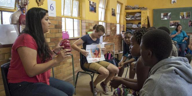 En Afrique du Sud, dans le township de Soweto, cours d'éducation sexuelle et de reproduction.