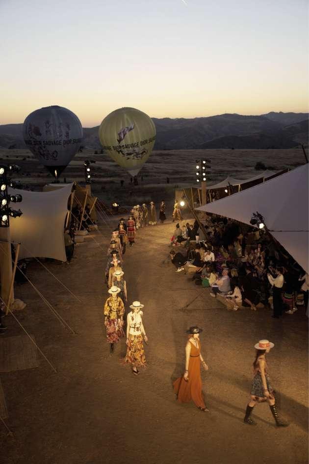 700 invités ont assisté au défilé de la collection croisière de Dior baptisée Dior Sauvage, en Californie.