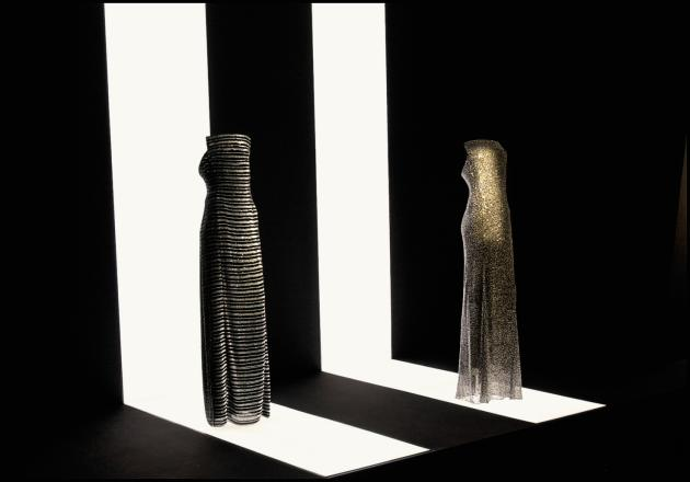 En 2000, le Guggenheim de New York suscitaitla polémique en consacrant une exposition à Armani peu de tempsaprès une généreuse donation du créateur italien.