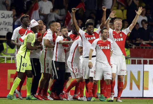 Les joueurs monégasques célèbrent leur sacre en Ligue 1 au stade Louis-II à Monaco, le 17 mai.