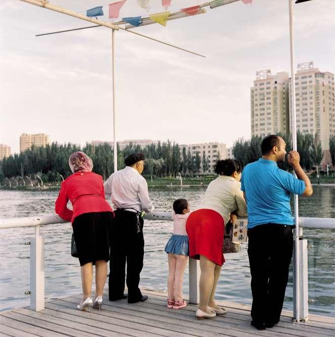 Kashgar est considérée comme la capitale de la culture ouïgoure –la communauté y représente 80% de la population. Ici, l'un des nouveaux quartiers, modernes et impersonnels, développés par Pékin.