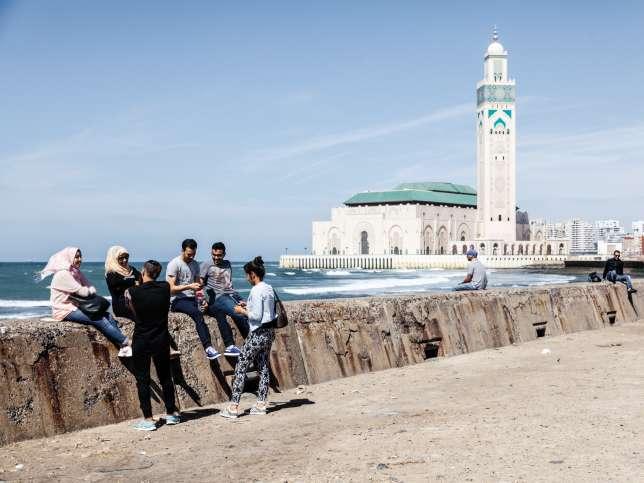 A Casablanca, la corniche est l'un des lieux de rendez-vous de la jeunesse.