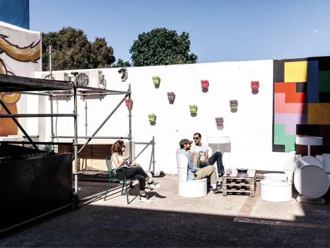 Dans le quartier populaire d'Aïn Sebaâ, à Casablanca, l'espace de création L'Uzine accueille des jeunes venus de tous horizons.