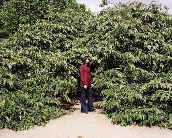 Le styliste Jonathan Huguet, au jardin des Plantes, à Paris.