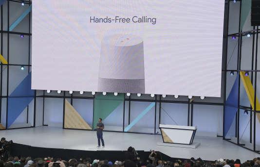 Google Home est une enceinte dotée d'un programme d'intelligence artificielle nommé Assistant.