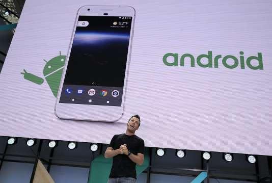 Dave Burke, un des responsables d'Android chez Google, présente la dernière version du système d'exploitation.