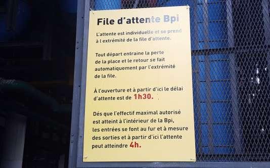 File d'attente de la bibliothèque publique d'information, à Paris.