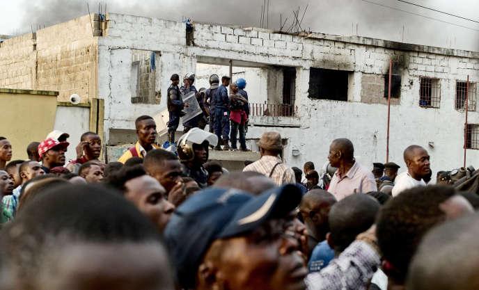 Ne Muanda Nsemi, le chef du BDK, fondé dans les années 1980, avait été arrêté en mars à la suite de violents affrontements entre ses partisans et les forces de sécurité.
