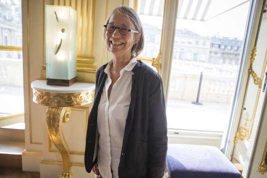 Françoise Nyssen lors de la passation des pouvoirs avec Audrey Azoulay au ministère de la culture, à Paris le 17 mai.